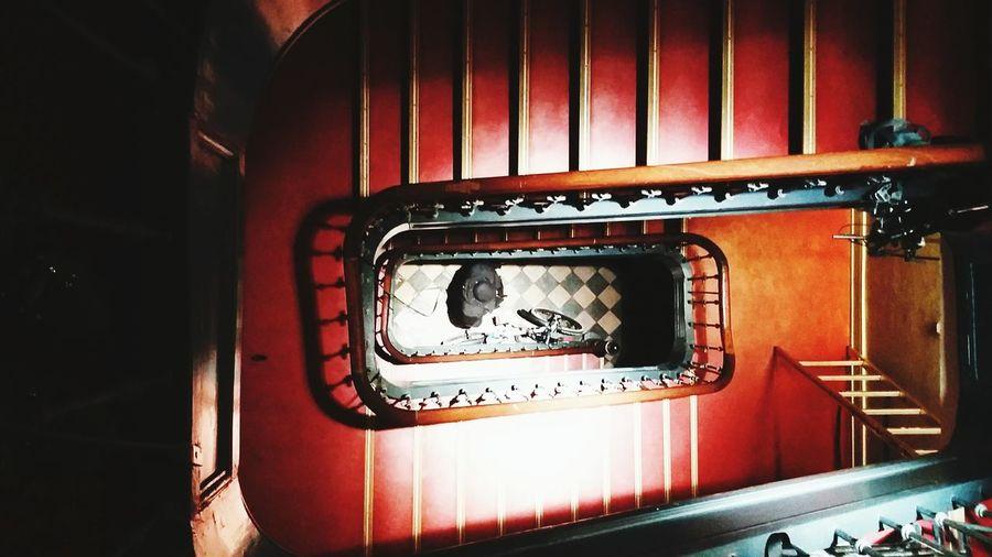 Red Redstairs Blackman Karoboden Treppenhaus
