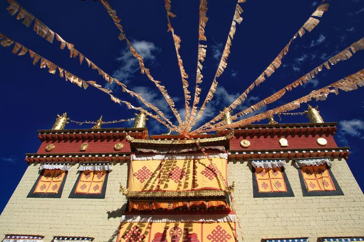 Belivein Plateau Impression Belief Believe In Searching Intersting A Short Moment In Time Shangli-ra Temple Buddha Buddhism Illuminated Multi Colored Celebration Communication Text Arts Culture And Entertainment Sky Architecture