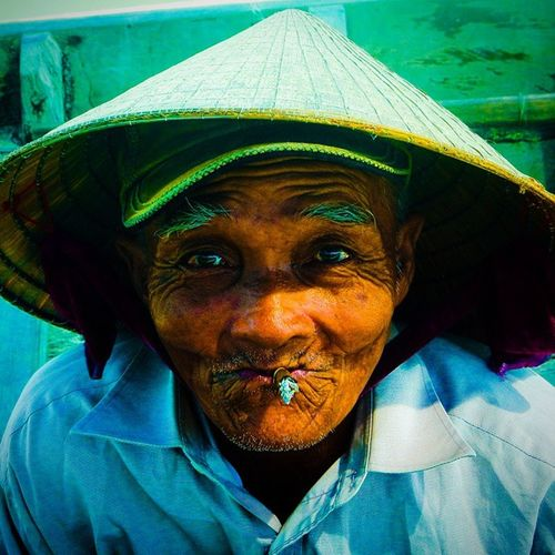 Boatman Hoian  Old Smoking Vietnam Travel