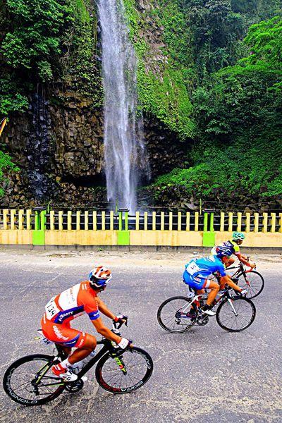 Tour de Singkarak 2015 Anai Waterfalls West Sumatra-indonesia Sports Photography Cyclingphoto Travel Photography The Photojournalist - 2015 EyeEm Awards Photojournalist Sport Tourism EyeEm Masterclass Tour De Singkarak