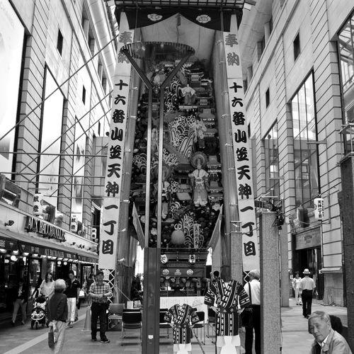 Main subject July 1 : Hakata Gion Yamakasa No16. Kazariyama A-side ( beautiful Nippon / 美の国 日本), Tenjin 1 chome. Passage Hiroba Photos(iMac) edit / Awesome Architecture Black&white Decoration Japanese Dolls July 2015 Monochrome Noir Et Blanc Streetphoto_bw 博多祇園山笠 山車 Fukuoka City  / V-LUX1 35mm