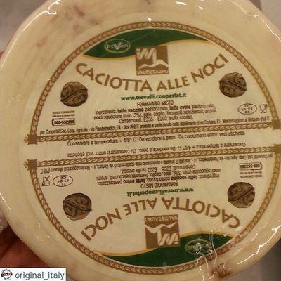 ☆☆☆☆☆ @original_italy ☆☆☆☆☆ Сыр из смеси коровьего и овечьего молока. Средней выдержки и твердости с грецкими орешками. Мягкий, сливочно-ореховый, натуральный вкус. Головка довольно большая 1500 грамм, цена 40€ Доставка до 2 кг 21 € Для заказа WhatsApp, Viber + 79817855075 Италия шоппинг оригинал Original_italу кофевиноitalyкупитьмосквапитерсырсырыитальянскиесырысырнаятарелкапиццапастаПрошуттосалямиОливковоемаслоЛимончеллоспецииитальянскиеспеции