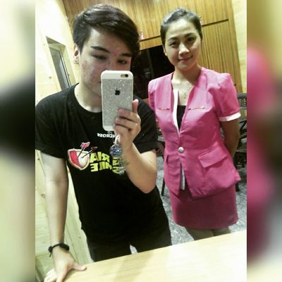 Take a mirror selfie with her