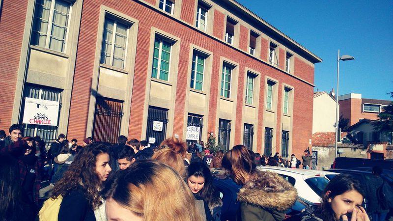 Jesuischarlie Toute une jeune population touchée et en deuil. Liberté D'expression Lycée Toulouse Rassemblement ?✏