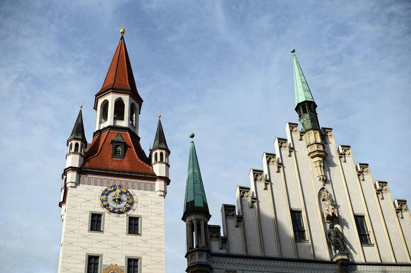 tower of the old town hall next to Munich Marienplatz and Viktualienmarkt. Munich München München :)) In München Munich Architecture Altes Rathaus München