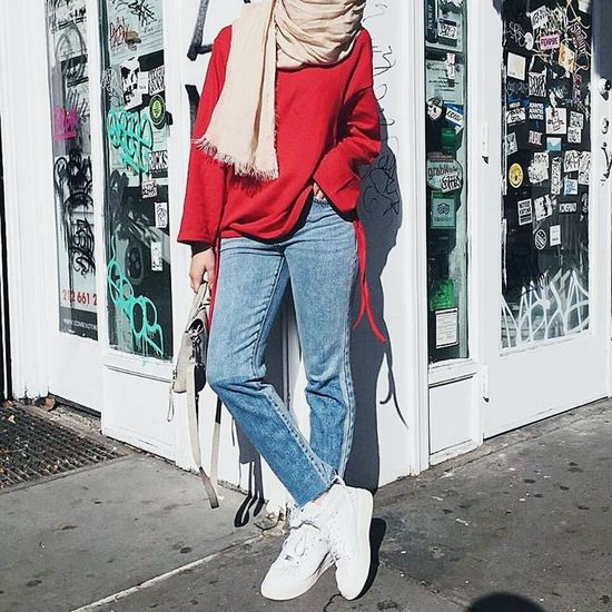 My style Fashionstyle Fashion Photography Fashion Day Bag Branded Red Hijab Hijabfashion Hijabstyle  Hijabbeauty Hijaboftheday Ootd Ootdmagazine Scraft Shoes Whiteshoes
