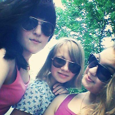 Отличная Погода хорошее настроение гуляем девчушки любимые мои ♥♥♥