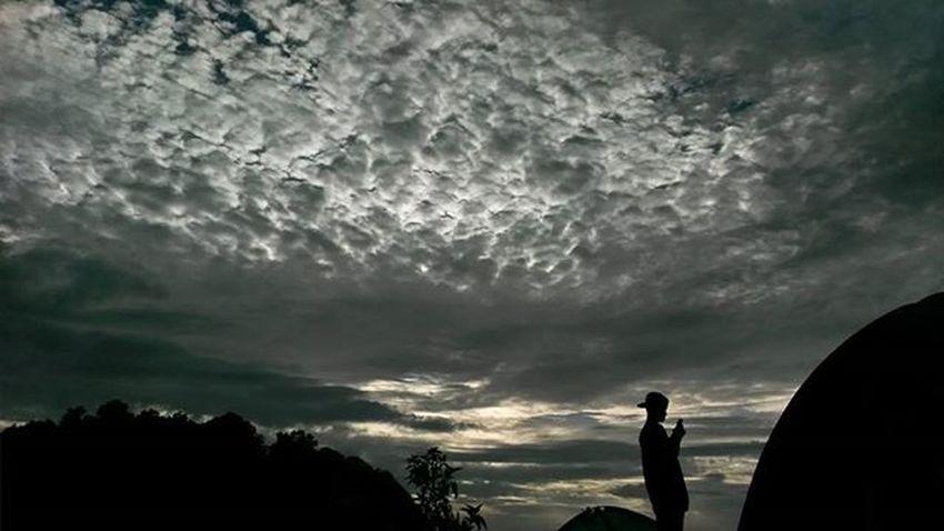 also there is a cloud above the clouds . under the sea there is the sea . so do not be arrogant because someone is more arrogant than us... Id_pendaki Lensakeindahan Visitgunung Gunungindonesia Pendakiindonesi Eigeradventure Daypack Backpacker Pendakiulung Zonafotografi Indohiker CONSINERS Consinaindonesia Hilook Urbanhikersindonesia