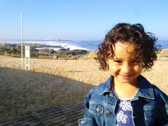 Photos That Will Restore Your Faith In Humanity Enjoying Life Beautiful Sister Mylove Beach Portugal Hello World Princess