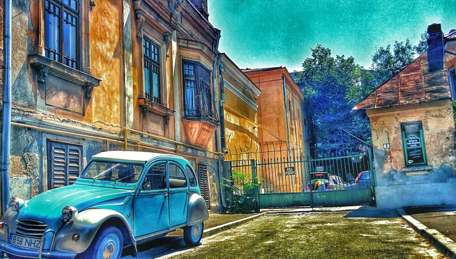 Oversaturation Overedited Bucureşti Vintage Cars Old Buildings Digital Painting