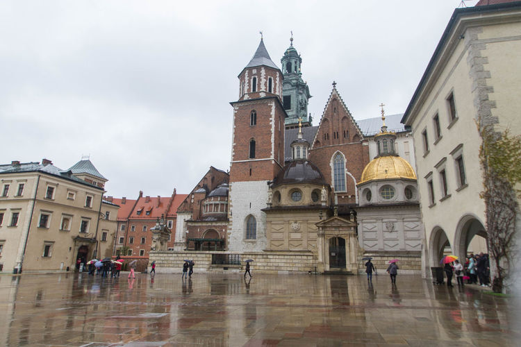 Inside Wawal Zamek Krolewski (Wawel Royal Castle) Architecture Building Exterior Built Structure History Large Group Of People Neighborhood Map Outdoors Place Of Worship Real People Religion Tourism Travel Travel Destinations