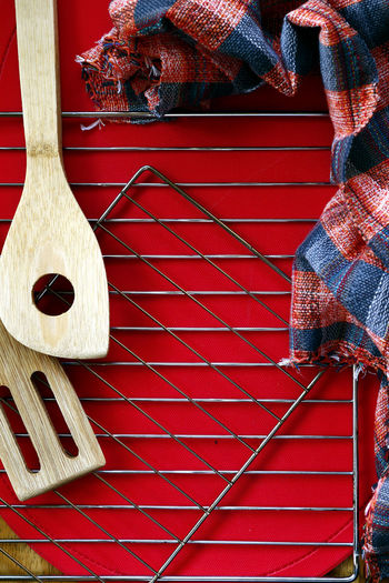 wooden spoon, baking rack and kitchen towel template Wood - Material Wood Spoon Wooden Spoon Utensil Wooden Utensils Baked Baking Baking Bread Template Pattern Textured  Backgrounds Background Color Colored Background Red Christmas Decoration Red Wood - Material Close-up