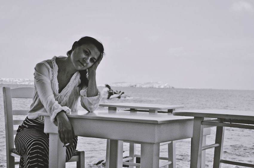 inquietudini Real People Friends Black And White Portrait Eye4photography  Mykonos,Greece Potrait_photography Potrait Of Woman Landscape Scenics Potrait Of A Friend EyeEm Gallery Blackandwhite Young Adult Touching Black And White Collection  One Person Women Who Inspire You Woman Women Around The World Woman Power Potrait Potraitphotography Melancholy Smoking Sea