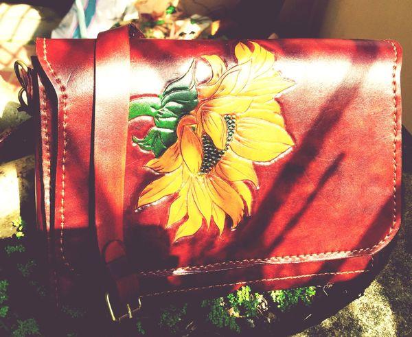 Handmade leather cross bag for woman. 1.800.000vnd Hello World Enjoying Life