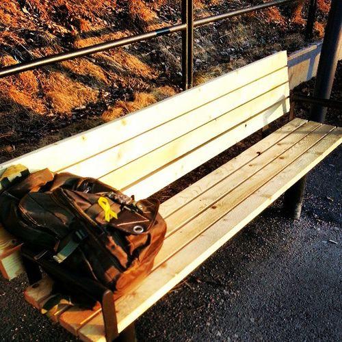 Helt nya bänkar på Kungsstens hållplats! Hoppas jag var först med att sitta på dem. Bra start på fredagen!