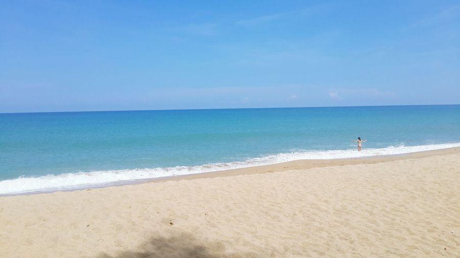 ทะเลสวยงาม Beach Sea Horizon Over Water Water Sand Shore Tranquil Scene Scenics Tranquility Blue Beauty In Nature Coastline Idyllic Nature Seascape Calm Non-urban Scene Vacations Day Outdoors