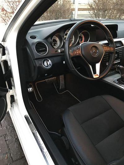 Nichts geht über einen sauberen Innenraum 😍 Car Vehicle Interior Car Interior Mercedes Mercedes-Benz Daimler Clean S204 Taking Photos Check This Out