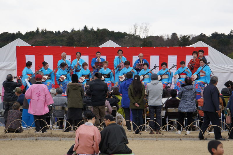 Japanese Traditional Music Performance Cultures Japanese Culture Japanese Culture Band Japanese Traditional Music Landscape Large Group Of People Mixed Age Range Outdoors Relaxation