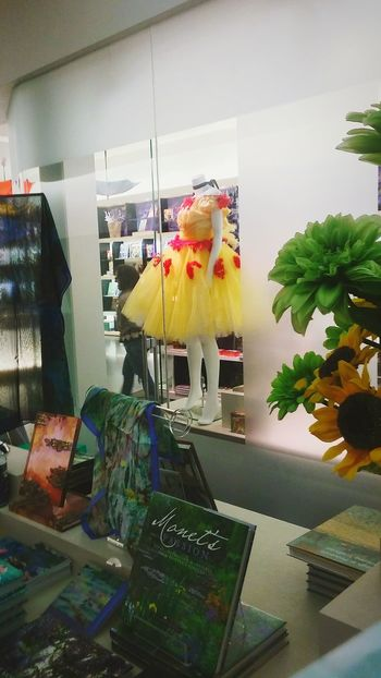 Indoors  Retail  Museum Shop Ballet Dress Books ♥ No People Day Irwin Collection EyeEm Gallery Flowers