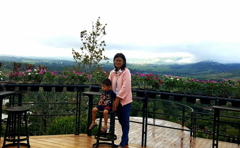 Thai Thailand Khaokho KhaoKho,Thailand Phetchabun Standing Flower Smiling Wireless Technology Spraying Happiness Front View Tree Holding Sky This Is Natural Beauty