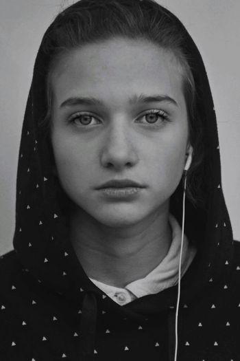 Young Women Portrait Beautiful Woman Human Face Headshot Women Beauty Studio Shot Looking At Camera Front View 17.62°