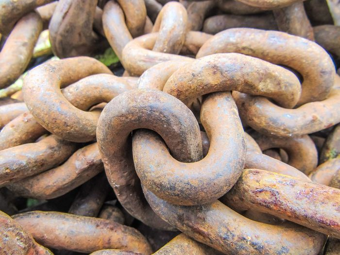 Rusty Rusty Chain Chain Chains Strength Steel Weathered Tools Links Shapes Pattern Design Shapes And Forms Shapes And Patterns  Close-up Rust Old Strong Unbreakable Locked Together Backgrounds Strength Full Frame Outdoors No People Close-up Day Thick