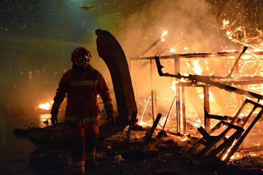 Firefighter Men Night Firefighter Fire Nikon D5200 Fire And Flames Fireman Fallas De Valencia