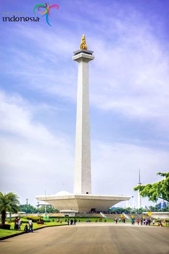 Monumen Nasional Jakarta City Old Daylight Beautiful High Jakarta Monumen Sky Cloud - Sky Architecture Built Structure Travel Destinations Nature Travel Tall - High Day Incidental People Tourism Building Exterior Low Angle View Memorial History The Past Group Of People Monument City Outdoors