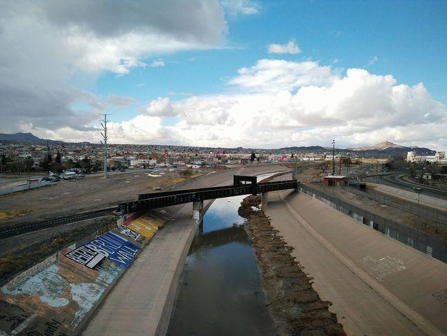 Ciudad Juárez El Paso Tx ElPasoTX CiudadJuarez Border Frontera Cruzing Bridge Puente Negro Grafitti Urban Wall Mexico USA