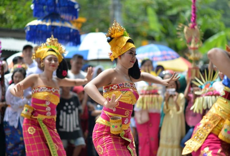 Bali's Dancing Balinese Traditional Clothes City Multi Colored Crowd Young Women Performance Arts Culture And Entertainment Traditional Dancing Celebration Dancer Headwear Music Festival