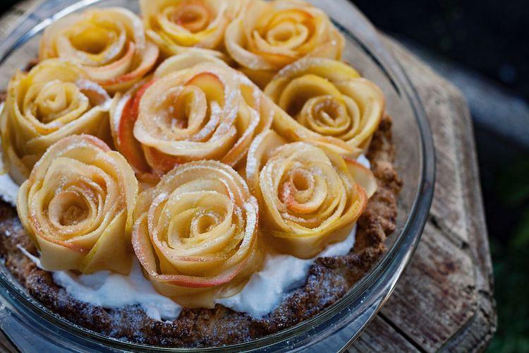 Apple roses pie