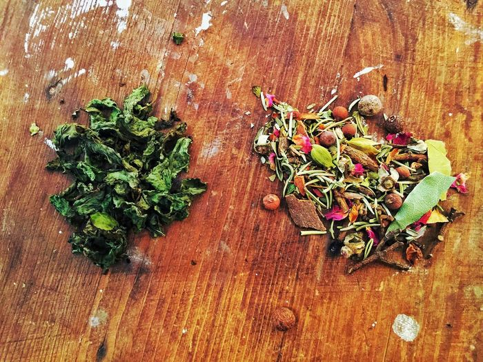 Food And Drink Wood - Material Spice Table Healthy Eating High Angle View No People Indoors  Food Herb Vegetable Freshness Green Color Oregano Day Close-up Herbal Medicine
