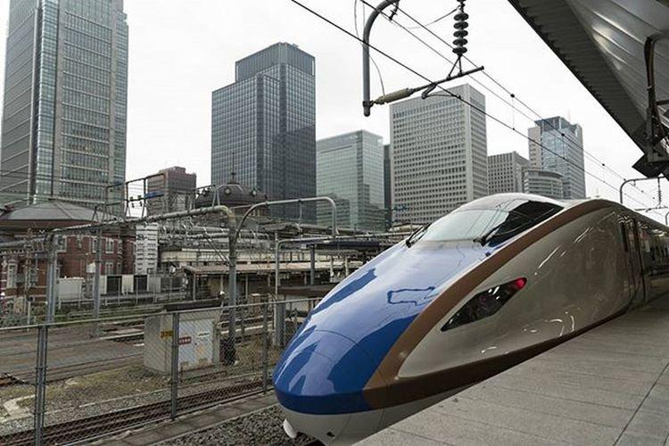 かがやき 東京駅 新幹線 ホーム 風景
