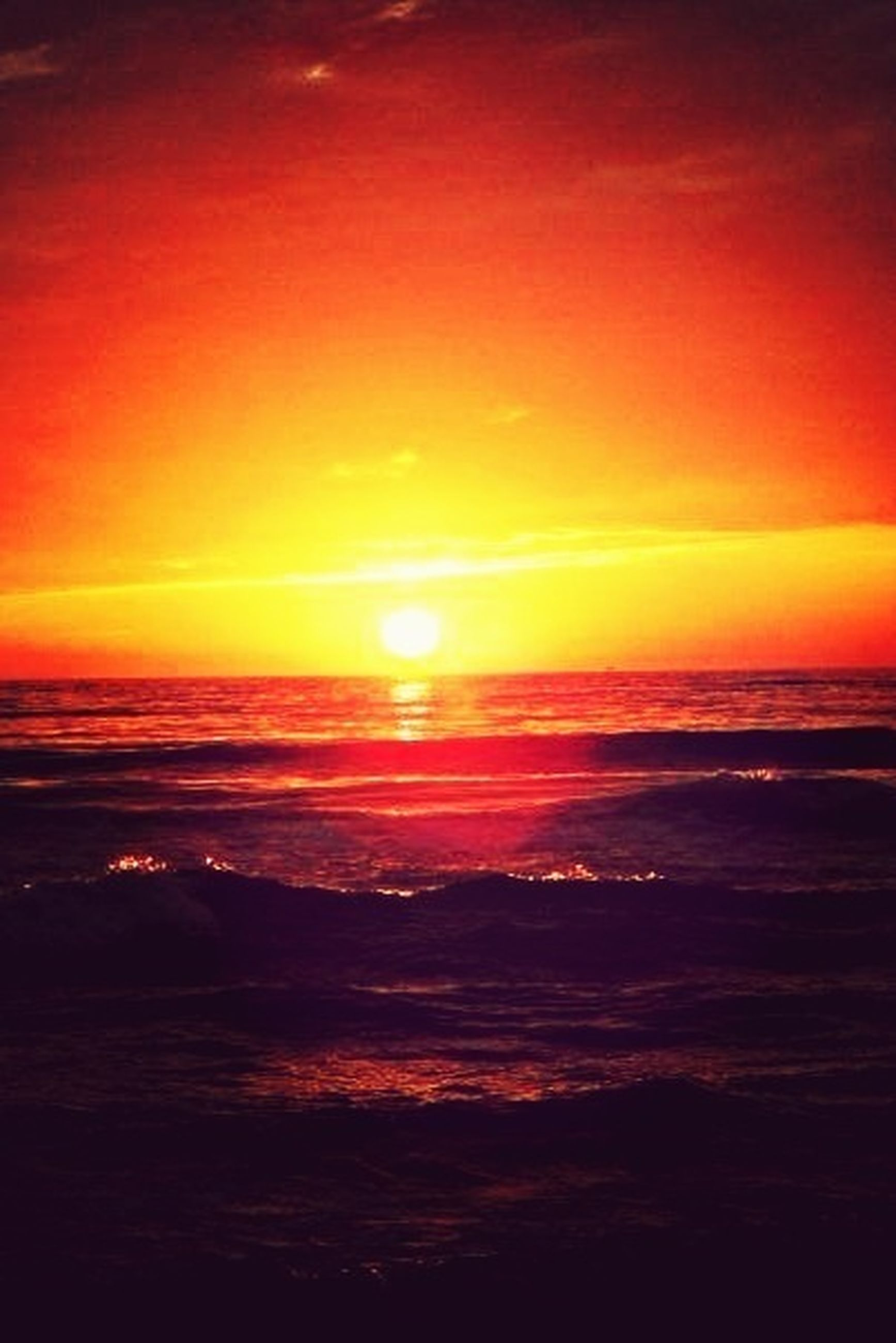 sunset, sea, horizon over water, water, scenics, beauty in nature, tranquil scene, sun, orange color, tranquility, beach, sky, idyllic, nature, wave, shore, reflection, seascape, sunlight, outdoors