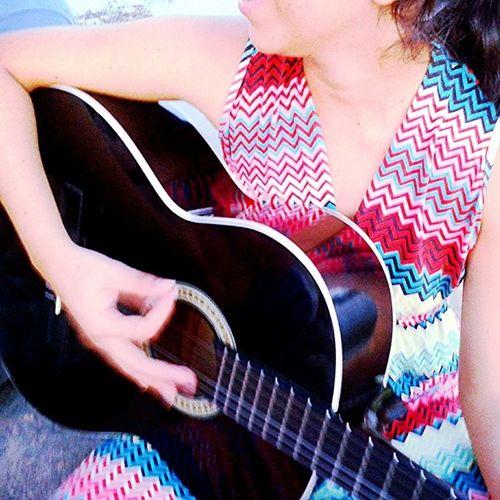 Ele tira som da minha vida, afina as cordas, cria uma nova Melodia , meu Criador , meu Redentor , da minha dor compõe uma nova sinfonia (8)