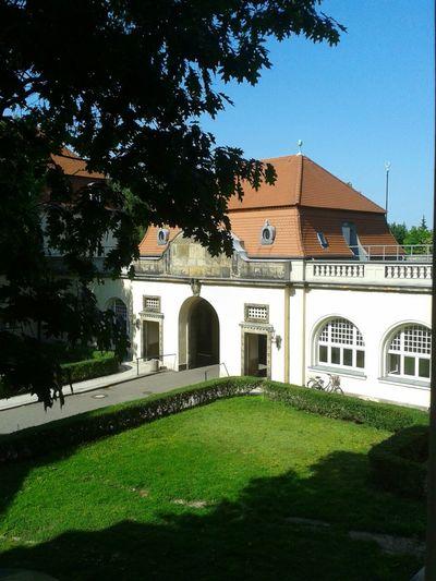 Das Eingangsportal (Rückseite) Krankenhaus Eingang Foto Nature