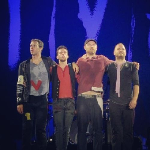 And I dare say say, this band here, I mean @coldplay is the best band in the world! Yes! Coldplayers TeamColdplay Iheartcoldplay Goodmusic Best  Band