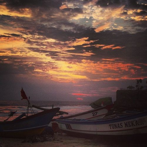 Sunset @ Pantaidrini Boats Beach
