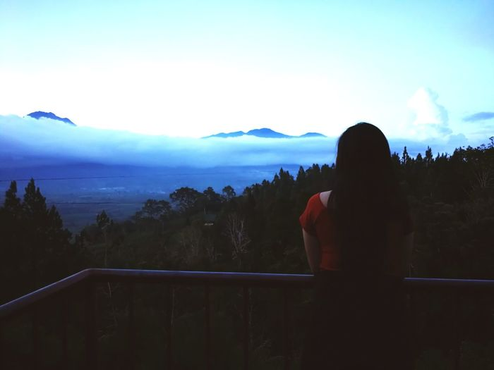 Please don't hide. You're beautiful Mt. Apo. Hiding Cloud - Sky Mountain Mt. Apo #p10 #EyeEmNewHere #travel #photography #beautiful Philippines Mindanao Philippines Mountain Women Looking At View Rear View Silhouette Sunset Railing Sky Landscape Foggy Focus On The Story EyeEmNewHere