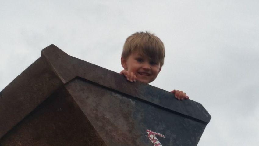 Missouri Ozarks, USA 💥💖 Fun💕 👫 Grandkids 💙💛💜 Summer Time  Preschooler Family 🙏🙌 Rural 💯 Country Life Sky Loader