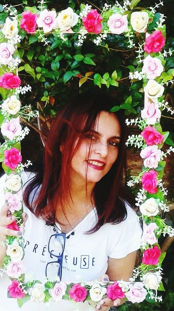 Flores. @eveltanafreitas Flower One Person Front View Long Hair Day Outdoors Young Adult Young Women Lifestyles Standing Plant Nature Beautiful Woman Real People Only Women One Young Woman Only Portrait Smiling People One Woman Only