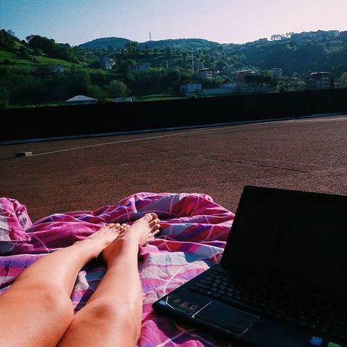 Сегодня была восхитительная погода,понежилась на солнышке в кой то веки⭐😎 Sun Me Turkey Relax Holiday Model Legs Work Follow4follow Like4like Tozlu Nature Green Girl