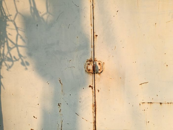 rust Backgrounds No People Sunlight Shadow Shadows & Lights Rust Rusty Focus On Shadow Long Shadow - Shadow Streaming Nut - Fastener