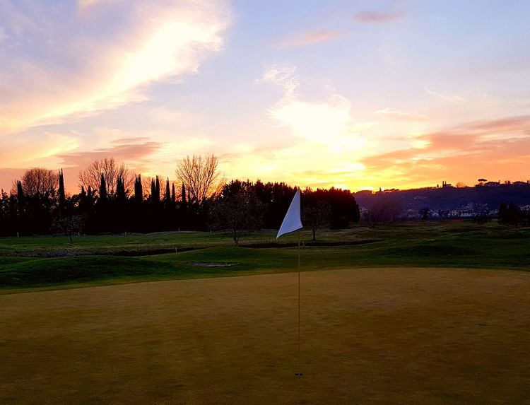 Sunset Tree Cloud - Sky Landscape No People Beauty In Nature Feeling Good Feel The Moment Green Grass Golf ⛳ Golf Golf Course Feel The Journey Italy Italia Capture The Moment Montelupo Fiorentino Outdoors
