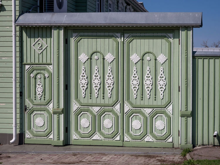 Russia, tourism, wooden house, Kolomna Russia Architecture Building Building Exterior Built Structure City Closed Creativity Day Door Entrance Green Color No People Outdoors Pattern Protection Representation Safety Security Side By Side Wall - Building Feature Wooden House