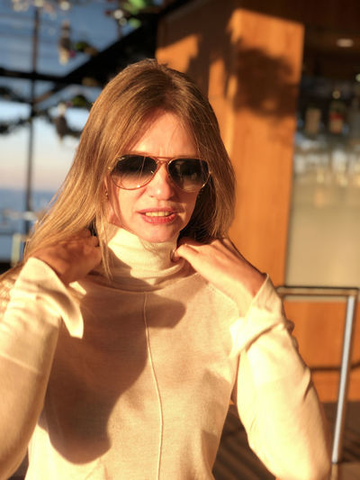 Adult Beautiful Woman Emotion Fashion Fit Woman Focus On Foreground Front View Glasses Gril Hairstyle Happiness Leisure Activity Lifestyles One Person Portrait Real People Smiling Sunglasses Thin Face Thin Woman Turtle Neck Waist Up Women Young Adult
