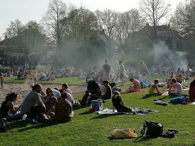 Summertime in April Picknick Time Barbecue Young People City Life Summer Exploratorium Tree Togetherness Fan - Enthusiast Sport Men Crowd Summer Exploratorium #FREIHEITBERLIN