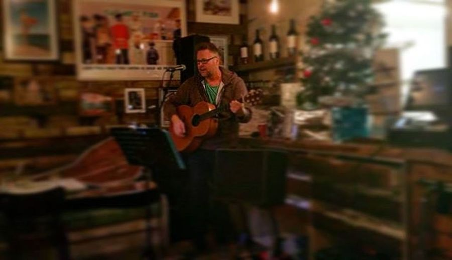 Live music from singer and song writer mark Ely @theseafoodcoast Singer  LiveMusic Rockfishsuttonharbour Suttonharbour Plymouth Britainsoceancity Plymouthbarbican