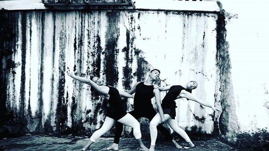 Blackandwhite Beautiful Blackandwhitephotography Photography Photo Balet Bailarinos Urbano Tagsforlikes Tags Follow Follwme PretoNoBranco Pretoebranco Bica Brazil Instaballet Ballet Instahappy Emocao Poesia Instagram Instagrambrasil