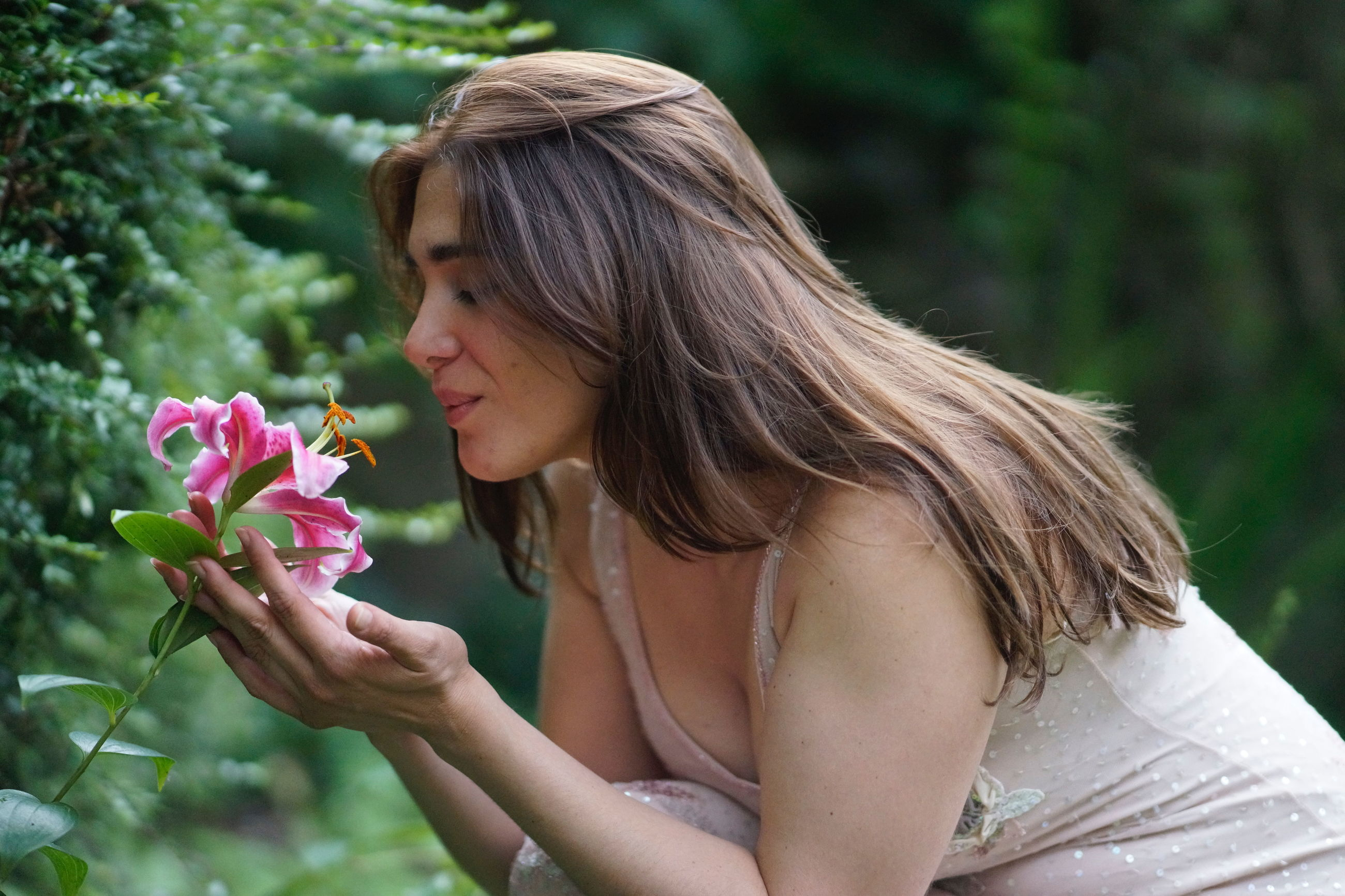 flower, one person, outdoors, focus on foreground, young adult, nature, side view, beautiful woman, young women, day, real people, beauty, fragility, lifestyles, beauty in nature, close-up, freshness, people